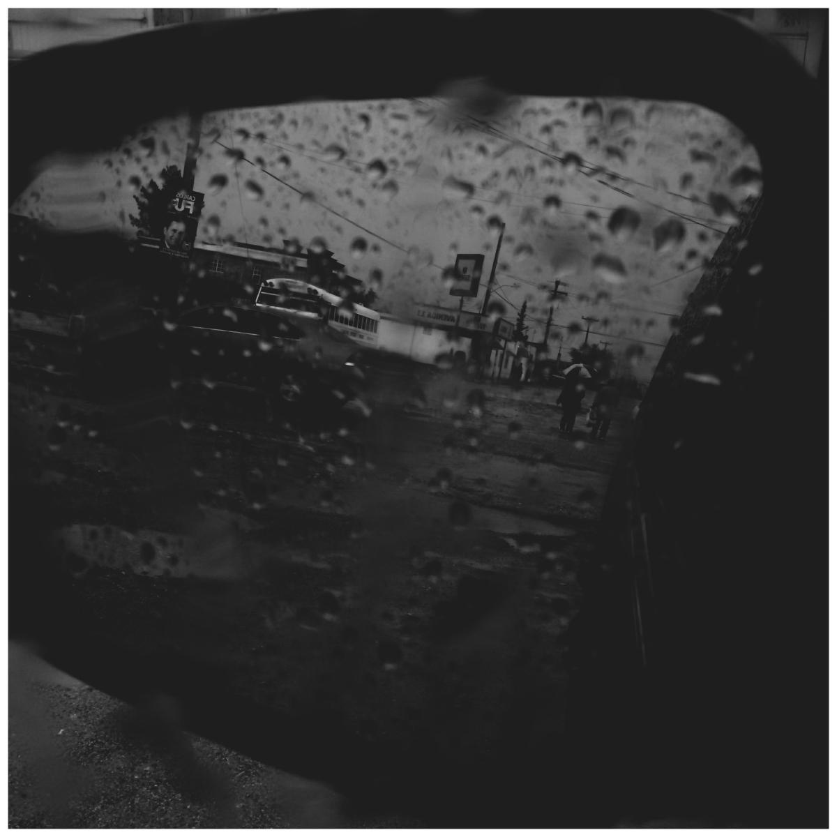 Foto: Gotas en el carro | Música: Fastcar