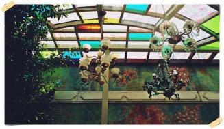 Jardín exterior candelabros viejos
